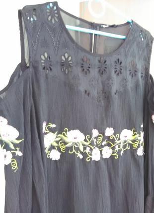 Шикарная вышитая сорочка с открытыми плечами5 фото