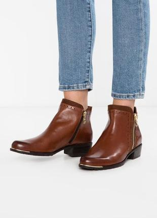 Демисезонные кожаные ботинки caprice