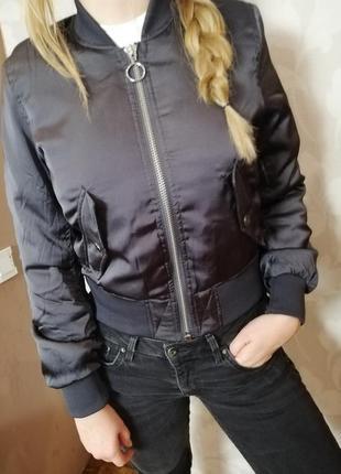 Крутая куртка бомпер divided