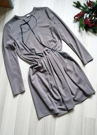 Вечернее теплое платье с завязкой на шее чокером