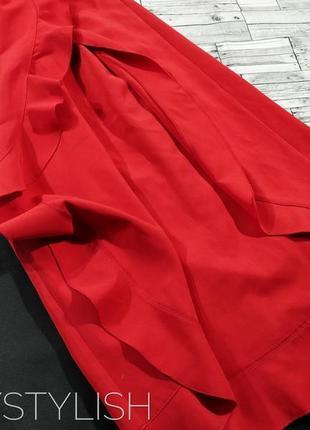 Красное платье с воланами и открытыми плечами3 фото