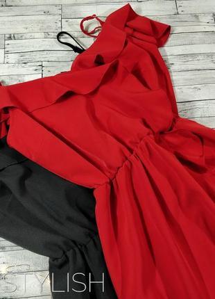 Красное платье с воланами и открытыми плечами4 фото