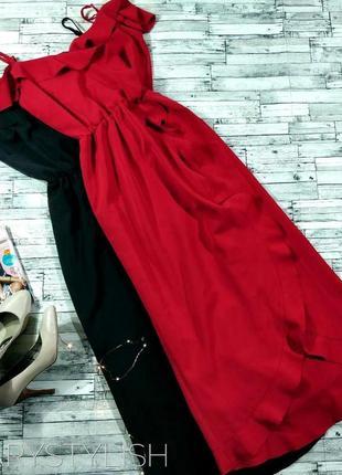 Красное платье с воланами и открытыми плечами