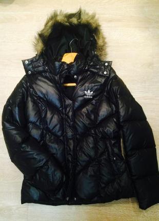 Чёрная спортивная куртка пуховик adidas зимняя