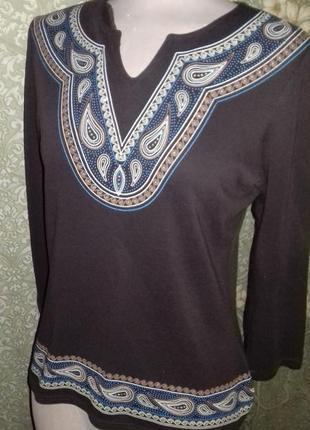 Красивый тонкий свитер с узором