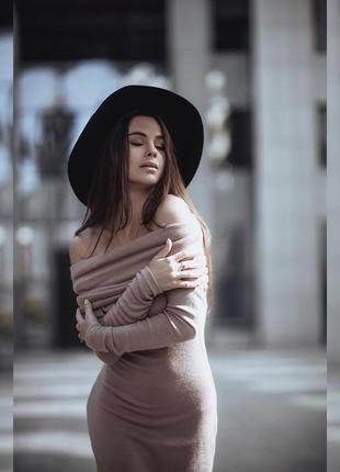 Сексуальное ангоровое платье миди ангора беж песочный хомут открытые плечи облегающее