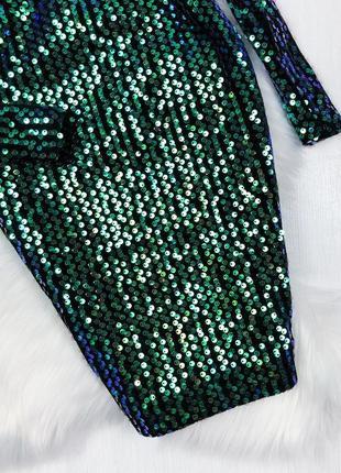 Маленькое  платье  декорированное зелеными пайетками4 фото