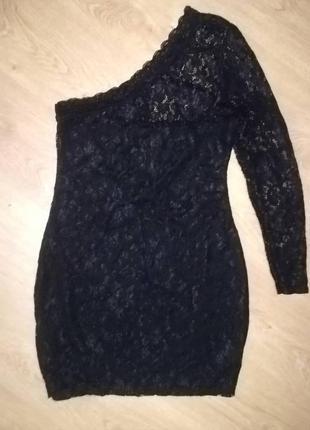 Мереживна сукня на одне плече