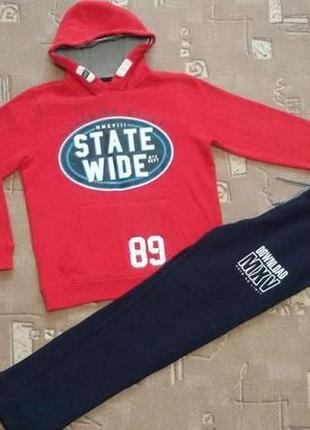 Спортивный костюм очень тёплый для мальчика, рост 146-152 см. бренд. штаны новые.