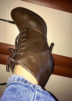 Классные ботинки на шпильке 39рр