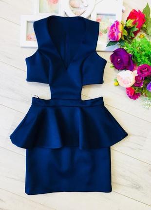 Шикарное платье с баской из неопрена