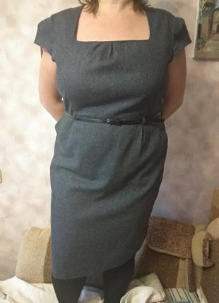 Ділова сукня з коротким рукавом