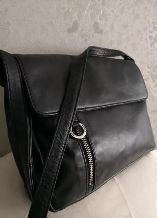 Стильная кожаная сумочка assima