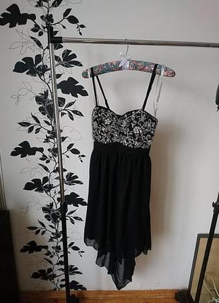 Роскошное платье с вышивкой из бисера камушков