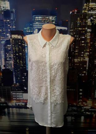 Нарядная блуза с кружевной отделкой