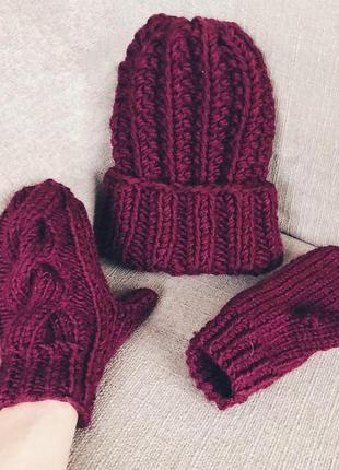 Вязаный набор шапка+варежки plum