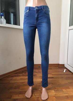 Синие джинсы скини