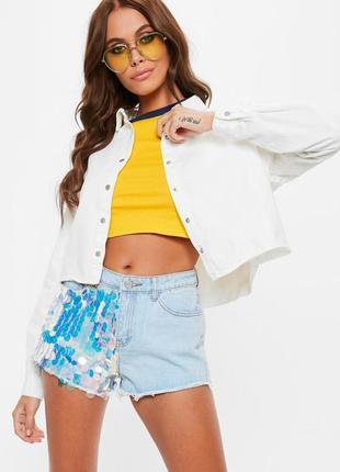Белая укороченная коттоновая джинсовая плотная рубашка оверсайз на заклепках missguided