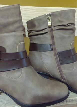 Ботинки женские, демисезонные, новые испанского бренда mustang mtng. 40 р
