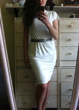 Белое миди платье под замш