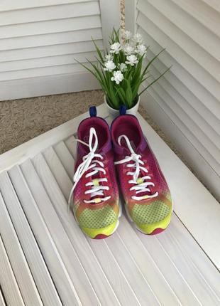Очень красивые спортивные кроссовки размер 37