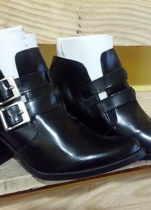 Ботинки кожаные испанского бренда. 37 р