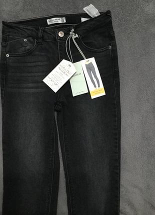 Чёрные узенькие джинсы pull&bear