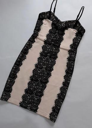 Потрясающее платье с кружевом