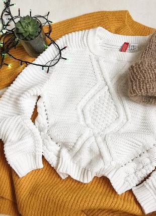 Тёплый укороченный свитер с косами
