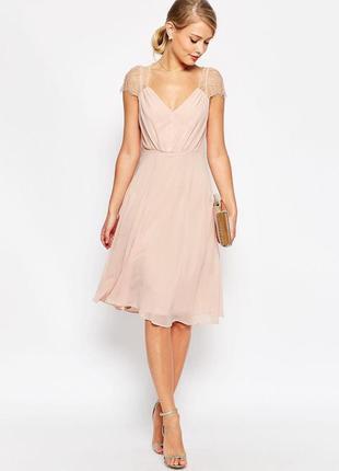 Нежно-розовое нарядное платье