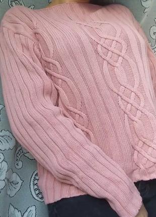 Объемный вязаный пудровый свитер оверсайз