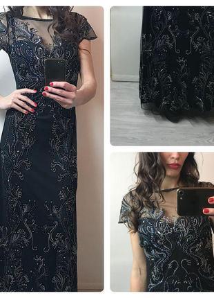 Дуже красиве плаття розшито камнями і паєтками