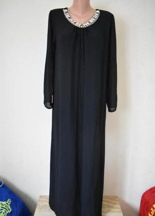 Красивое итальянское платье с украшением