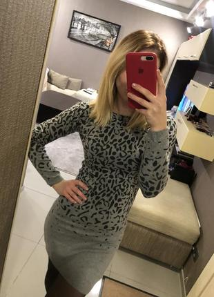 Платье серое леопард mango2