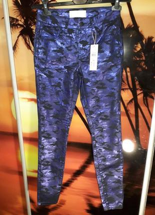 Стильные джинсы от известного британского бренда