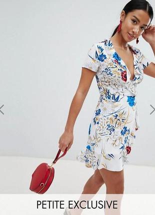 Платье с оборками воланами рюшами и цветочным принтом missguided
