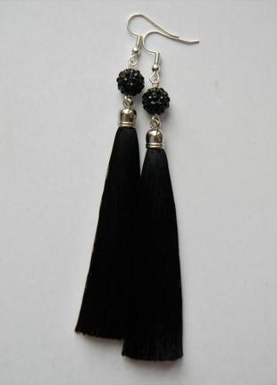 Чёрные серёжки кисточки с бусинами шамбала