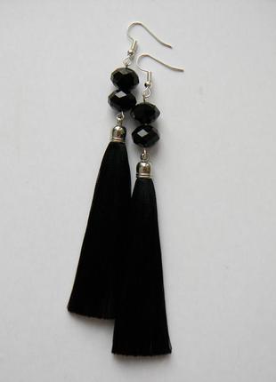 Чёрные серёжки кисточки с стеклянными бусинами