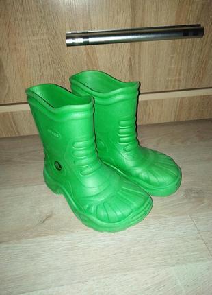 Резиновые сапоги crocs m2 w4