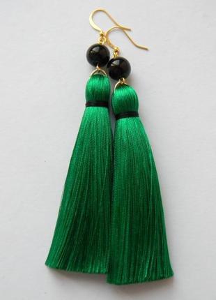 Зелёные серёжки кисточки с чёрными стеклянными бусинами