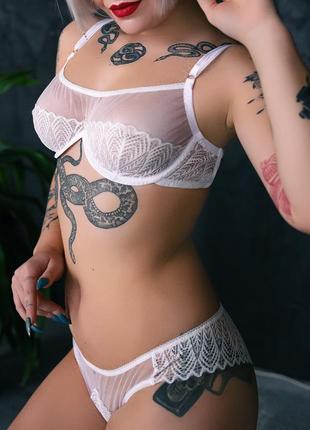Белый комплект белья с кружевом и сеточкой. авторский дизайн