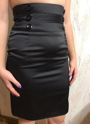 Стильная юбка-карандаш с подтяжками