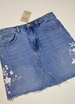 Стильная джинсовая юбка с вышивкой denim&co