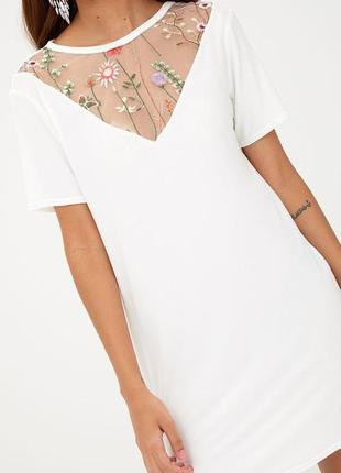 Белое платье оверсайз с сеткой, с вышивкой