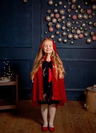 Красный плащ-накидка, корона, волшебная палочка. красная шапочка