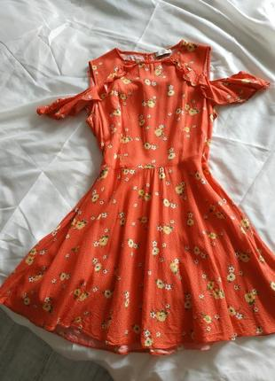 Большой выбор платьев - красивое актуальное платье рюши открытые плечи
