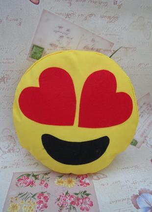 Декоративная подушка эмоджи глаза-сердечки 25 см