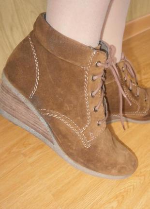 Удобные ботиночки 27 см/нат.замш/на флисовой теплой подкладке/танкетка