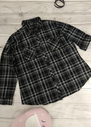 Очень стильная рубашка декорирована металлическими заклепками от janina, 20 размер