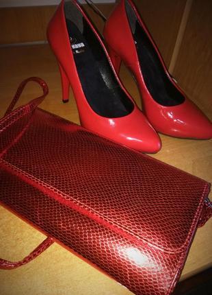 Туфли и клатч в новом состоянии